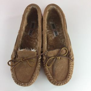 Minnetonka leather slip on slippers moccasins